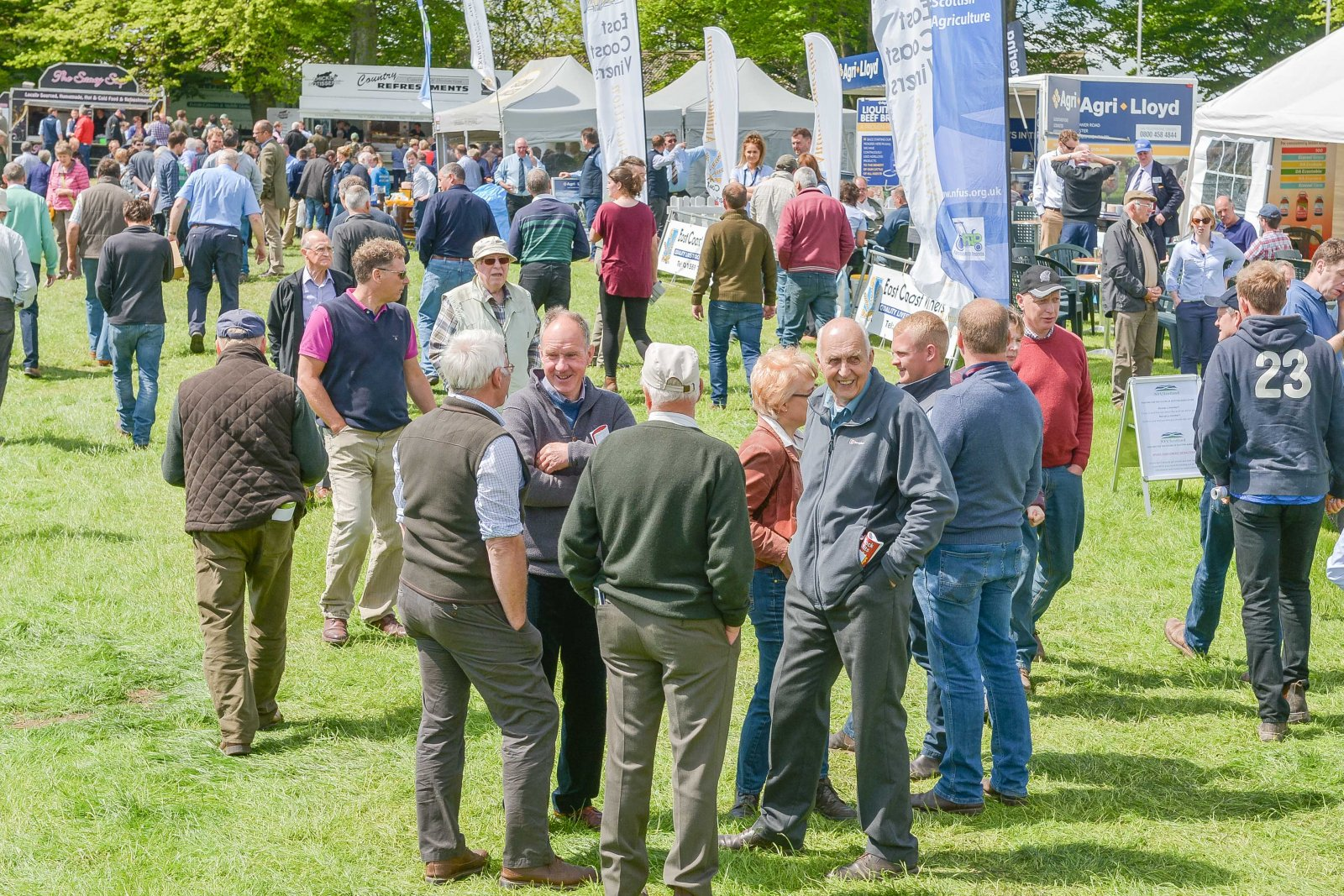 Crowds enjoy the sunshine at NSA Scot Sheep.